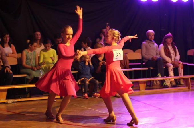 Dzieci tańczą ipomagają - T.T.T. Żonkil 2015