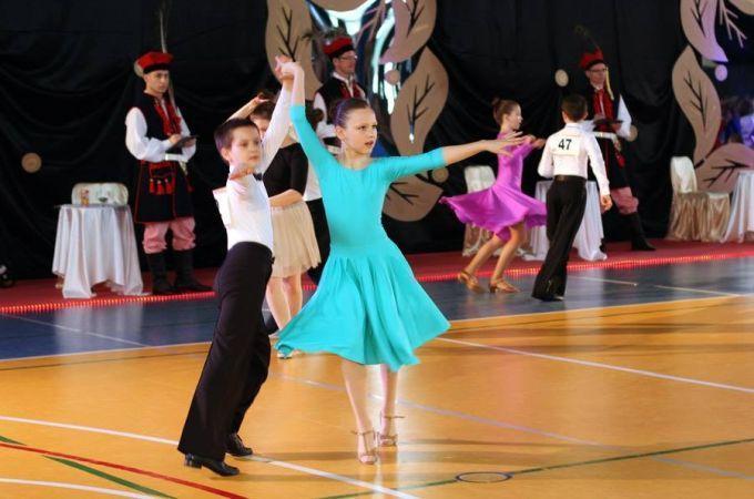 Ogólnopolski Turniej Tańca OKRAKOWSKĄ CZAPECZKĘ 2015 - dzieci tańczą