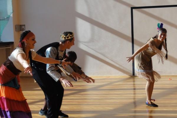 karnawal-w-zabierzowie-dzieci-tancza-201545