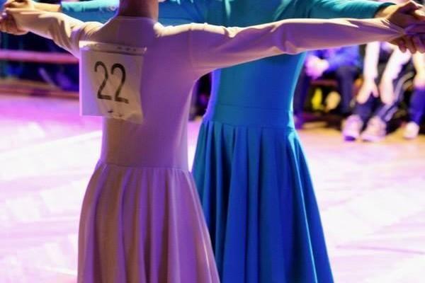 dzieci-tancza-i-pomagaja-ttt-zonkil-201503