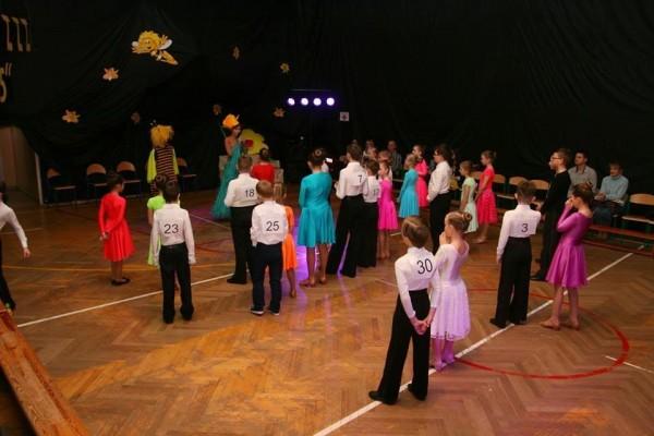 dzieci-tancza-i-pomagaja-ttt-zonkil-201517