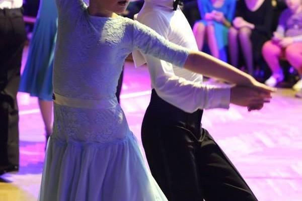 dzieci-tancza-i-pomagaja-ttt-zonkil-201520