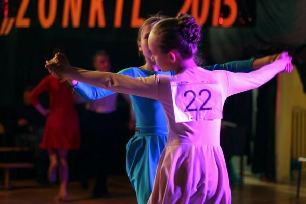dzieci-tancza-i-pomagaja-ttt-zonkil-201524