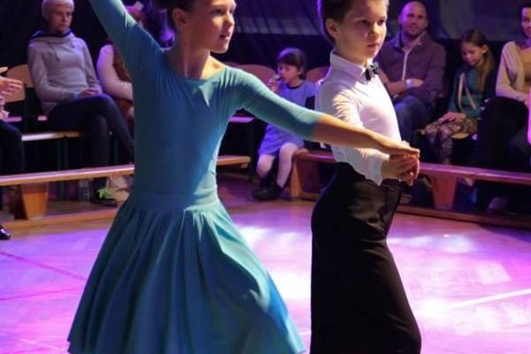 dzieci-tancza-i-pomagaja-ttt-zonkil-201526
