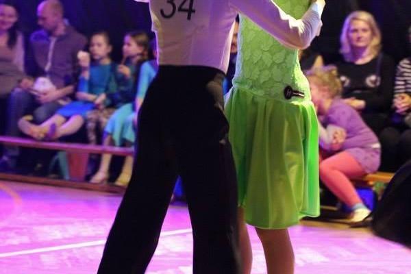 dzieci-tancza-i-pomagaja-ttt-zonkil-201527